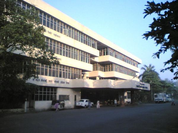 college amp hospital building