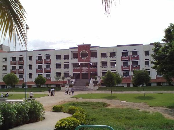 Freshmen block of Sree Vidyanikethan Engineering College