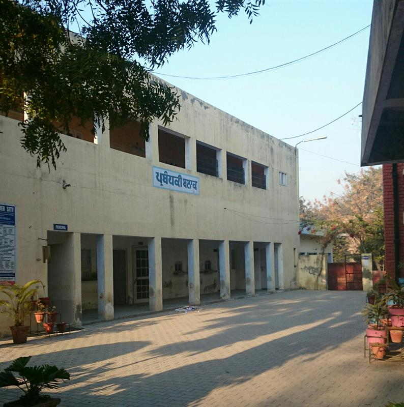 Front view administrative block DAV Bathinda
