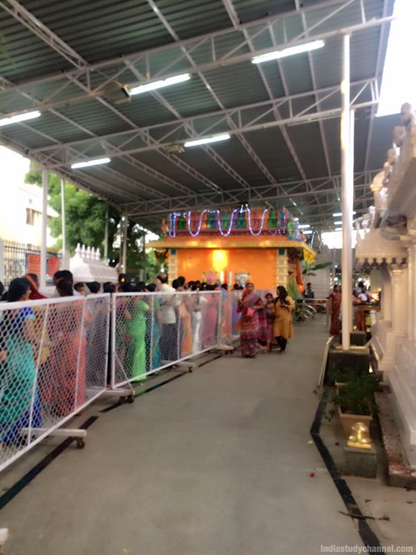 Queue line at ashtalakshmi temple in hyderabad