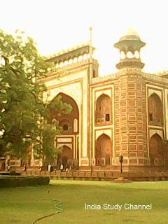 Agra Fort – Heroic Mughal Architecture