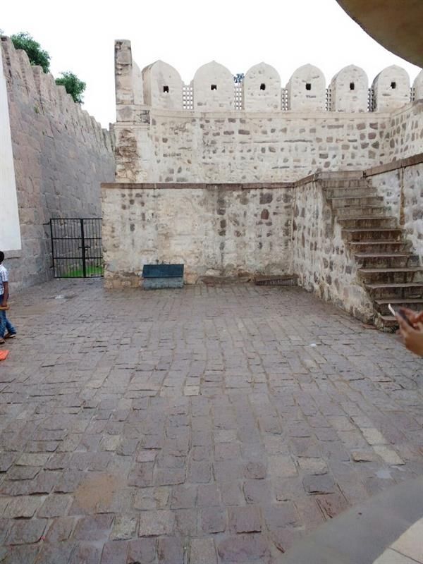Steps to kings durbar in Golconda Fort