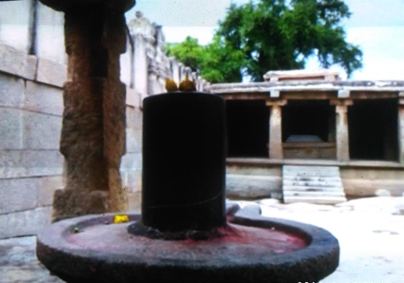 Tandaveswar Shiv Ling can be seen behind the Lepakshi Temple, Ananthapur, A.P.