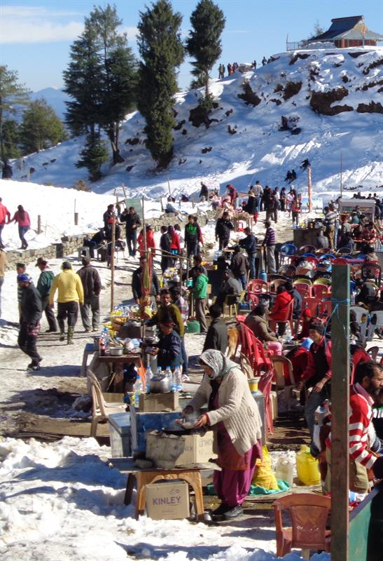 Tourist enjoy in snow - Kufri, Shimla
