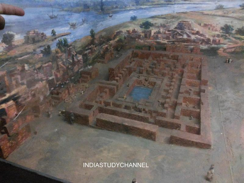 A replica of Great Bath, Mohenjo-daro - Harappa as seen in Chhatrapati Shivaji Museum, Mumbai.