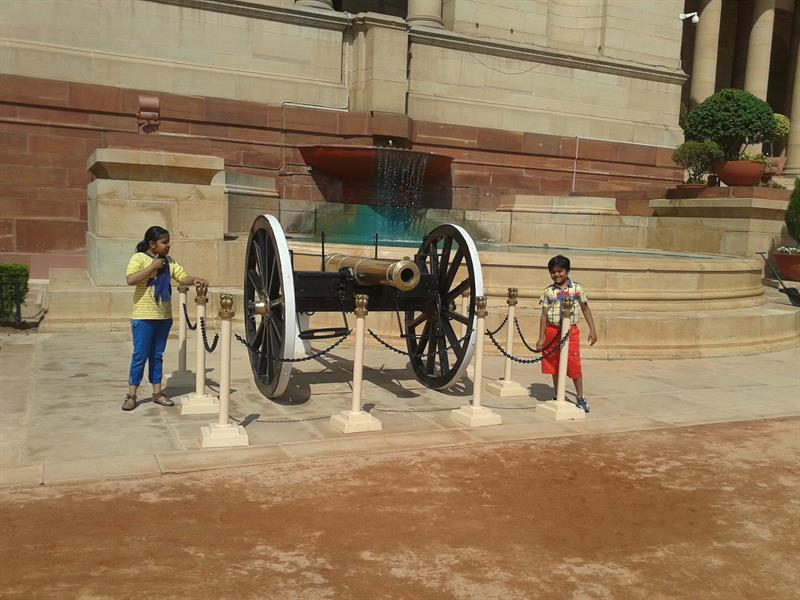 Canon in front of Rashtrapati Bhawan