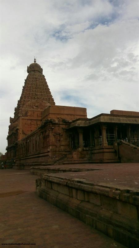 Brihadeeswarar Main Temple (Center)