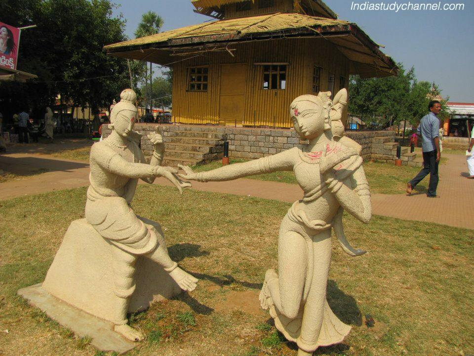 Statues of sita and rama at Parnashala