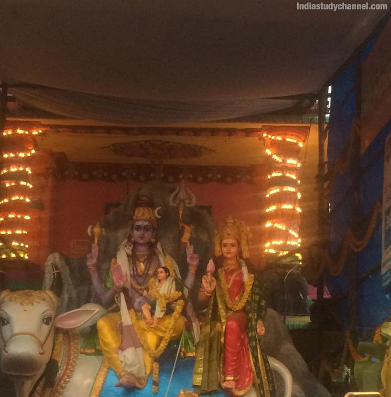 Photo of lord shiva and goddess parvathi on left side of khairtabad ganesh 2018