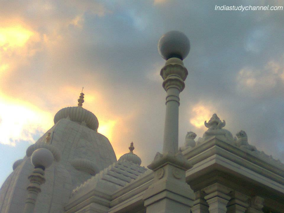 Beautiful picture of lord venkateshwara temple - birla mandir