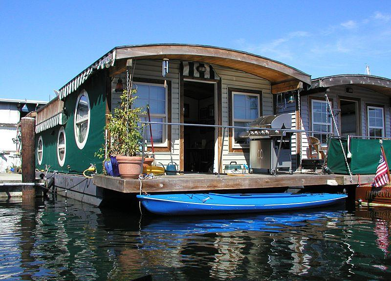Boat House in Srinagar Valley