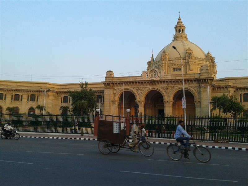 Front view of vidhan sabha lucknow