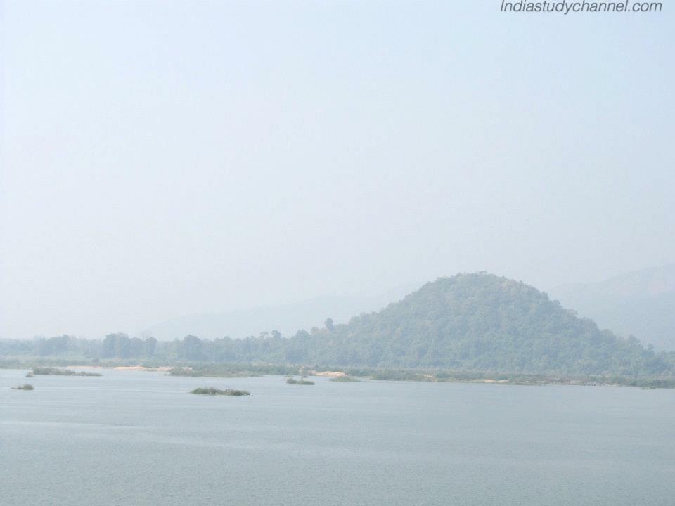 Beautiful picture of river godavari with Papikondalu Background